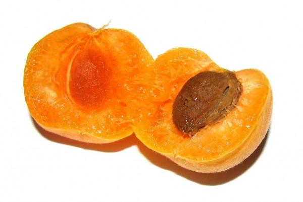 apricot halved 1329341 1279x854